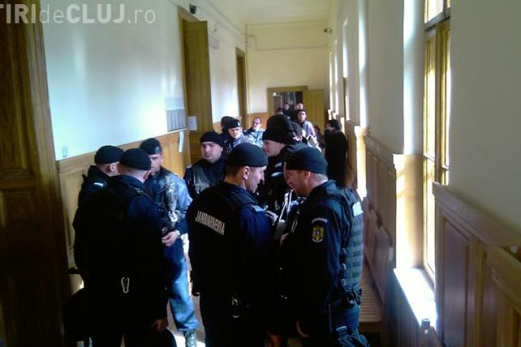 Rromii acuzati ca si-au cumparat permise din Ungaria cer sa fie eliberati