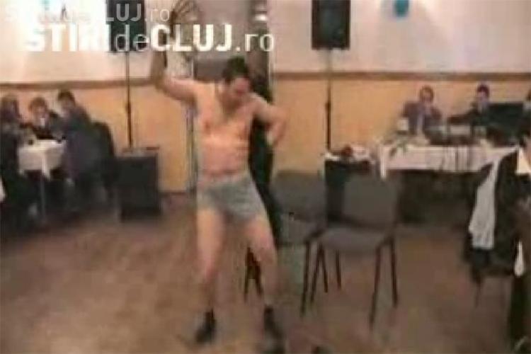 A facut striptease pentru colege de 8 Martie si a fost exclus din PNL - VIDEO