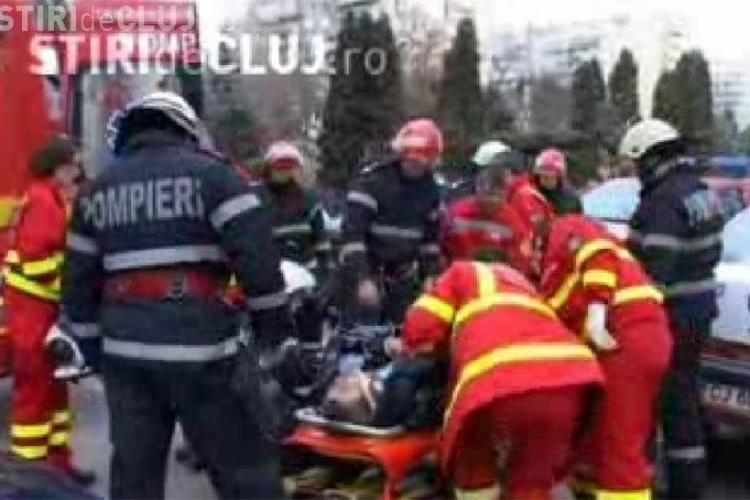 Un barbat a ajuns la spital cu o gaura in gat dupa ce a cazut intr-un gard pe strada Unirii din Cluj- Napoca - VIDEO