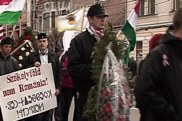 Liderul organizatiei extremiste Noua Garda Maghiara, retinut la Cluj pentru ca avea insemne fasciste - Galerie FOTO