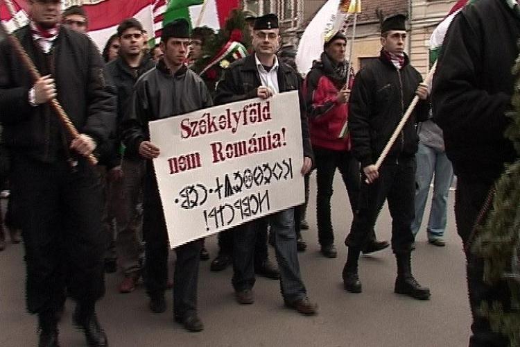 """Extremistii maghiari au purtat la Cluj pancarte cu """"Tinutul Secuiesc - nu este Romania"""" - VIDEO si FOTO"""