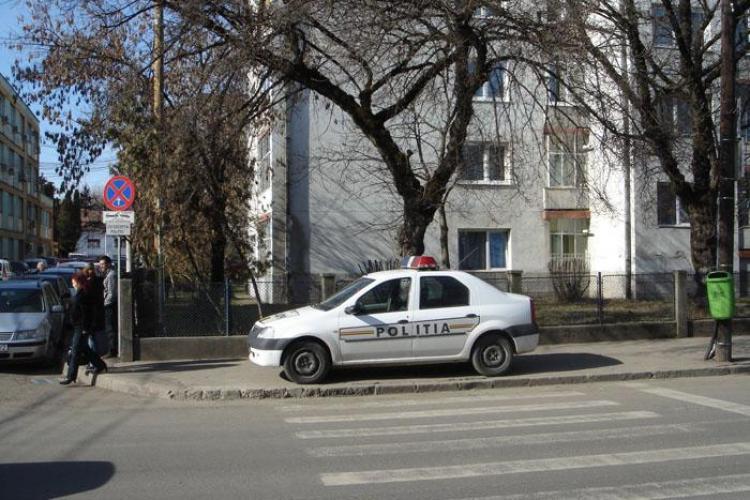 Scrisoare catre seful politiei! Un clujean i-a trimis sefului IPJ Cluj  poze cu o masina a politiei...parcata pe trotuar