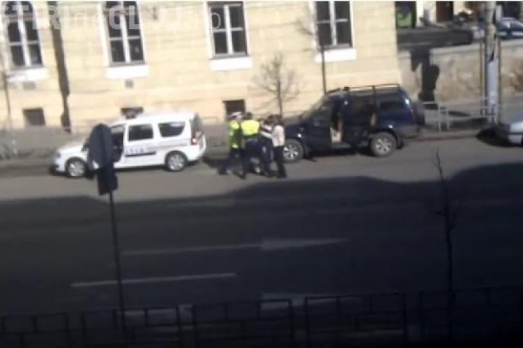 VEZI scena in care nepotii lui Onaca, patronul Oncos, s-au batut cu politistii! - VIDEO