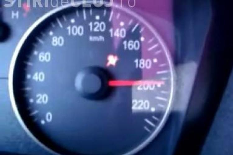 O femeie a condus cu 200 de km/h pe autostrada Transilvania! Fiul ei statea in dreapta si o incuraja - VIDEO