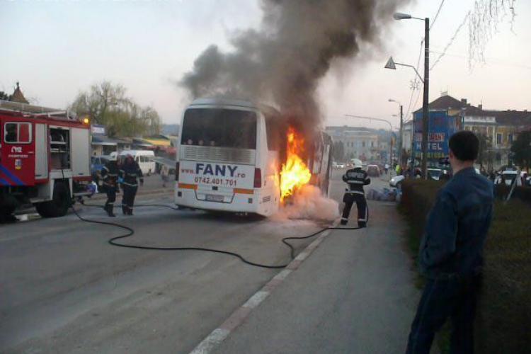 Imagini spectaculoase de la incendiul din Dej, unde un autocar a fost cuprins de flacari! VIDEO si Galerie FOTO