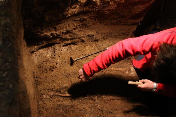 19 morminte, descoperite in Biserica din Feleacu! Patru ar putea apartine unor monahi - FOTO