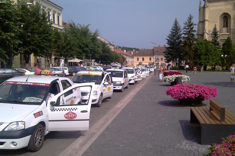 Politistii comunitari au dat jos 90 de panouri publicitare din centrul istoric al Clujului