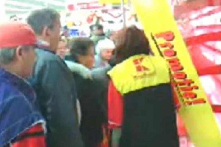 Turdenii s-au batut la Kaufland pentru a cumpara carne la promotie! - VIDEO