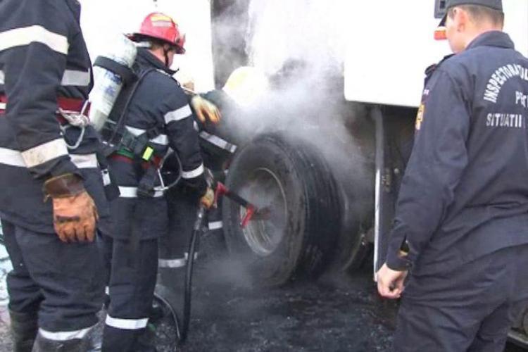 Un autocar a luat foc la Dej! In autovehicul erau pasageri si gimnaste care mergeau la un concurs in Bucuresti - VIDEO si FOTO