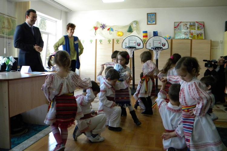 """Protest al parintilor de la gradinita """"Mica Sirena"""", unde copiii au dansat pe imnul PDL! VEZI detalii"""
