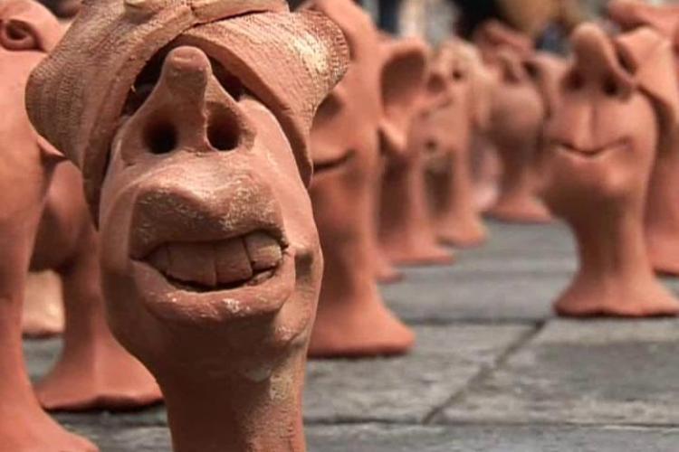 """Vezi imagini de la expozitia """"Corul Inocentilor"""" de pe Bulevardul Eroilor! - Galerie FOTO"""