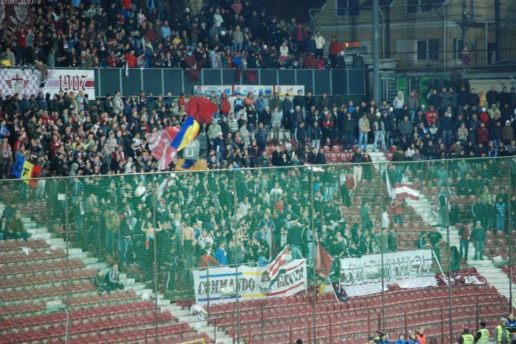 Galeria CFR Cluj a scandat in difuzoarele stadionului pentru a acoperi glasul suporterilor U Cluj - VIDEO
