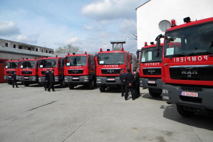 Vezi ce masini au primit pompierii clujeni si cati ani are cea mai veche autospeciala de stins incendii - VIDEO si FOTO