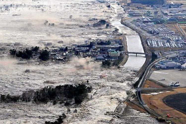Vezi cele mai ingrozitoare imagini cu tsunami-ul din Japonia - VIDEO