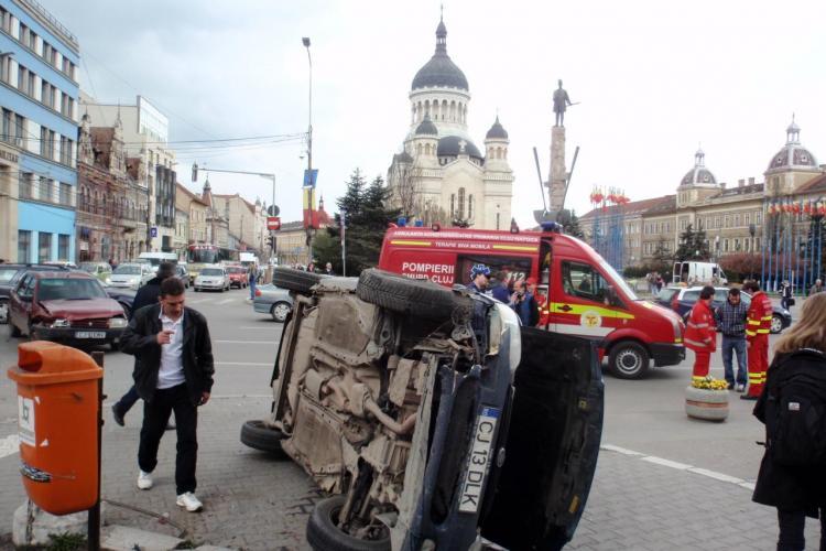 Accident la Teatrul National! Masina rastunata pe trotuar, peste un pieton - VIDEO Camere de Supraveghere - Galerie FOTO