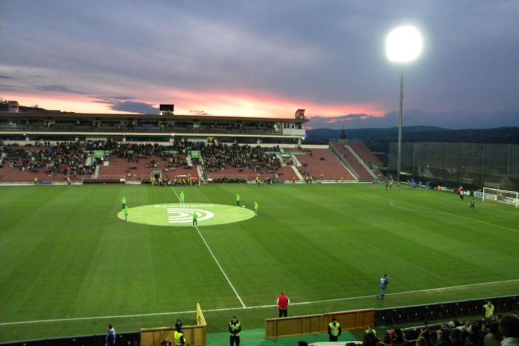 CFR Cluj-U Cluj, un derby de infarct! Goluri contestate, altercatie la vestiar si un jucator scos cu targa de pe teren - VIDEO