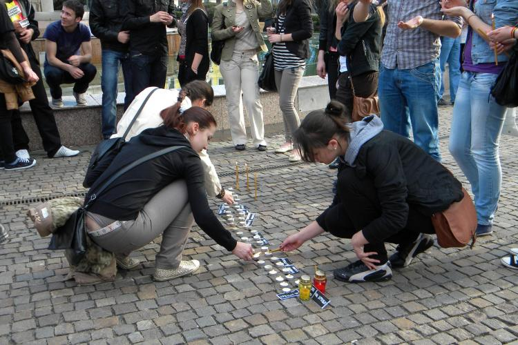 Studentii basarabeni din Cluj Napoca au comemorat revolta din 7 aprilie 2009 de la Chisinau - VIDEO si FOTO