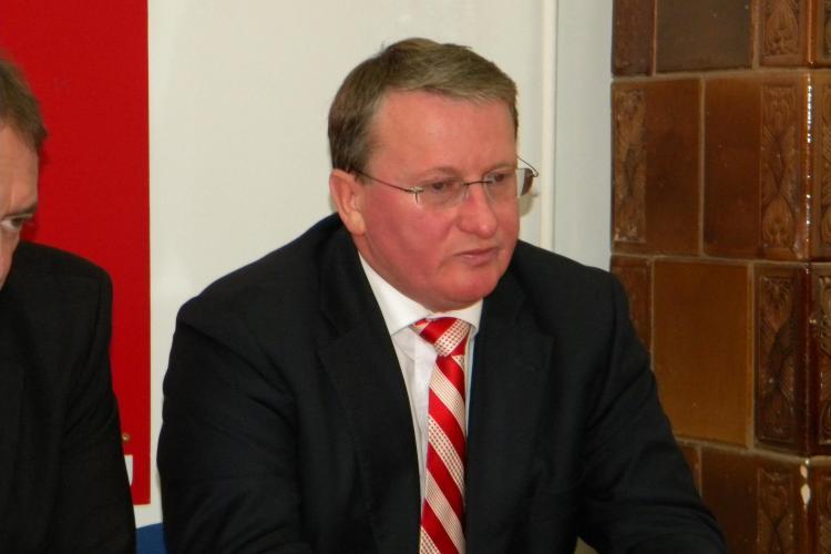 Social democratii si liberalii s-au intalnit la Campia Turzii pentru a discuta viitorii candidati, dar au discutat despre Emil Boc