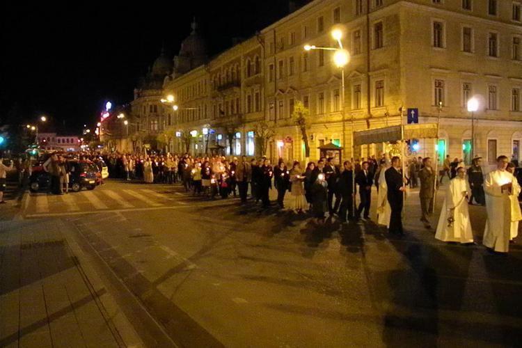 "Slujba de Inviere la Biserica ""Sfantul Mihail"" din Cluj Napoca! VEZI VIDEO si FOTO"