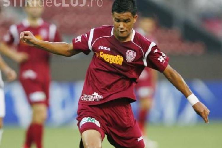 Rafael Bastos a aratat semne obscene spre suporteri la meciul cu Otelul! Vezi cum a comentat Minteuan VIDEO