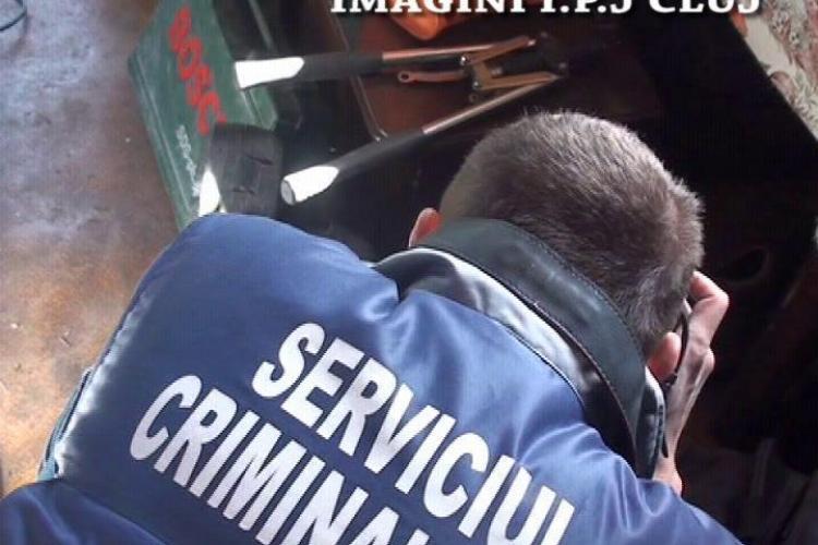 Patru tineri care furau din locuinte au fost prinsi de politistii cujeni- VIDEO actiunea politiei