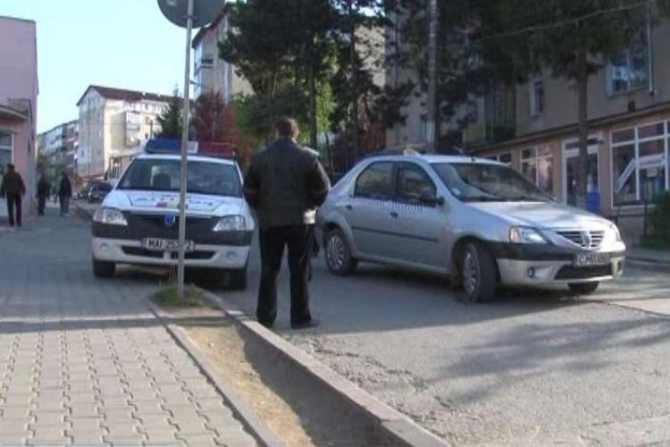 O fetita de 8 ani din Dej a fost lovita de o masina in drum spre scoala VIDEO