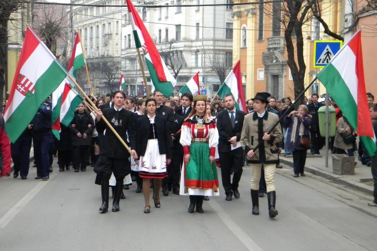 Maghiarii din Cluj au sarbatorit luni, la Opera Maghiara, noua Constitutie ratificata la Budapesta!