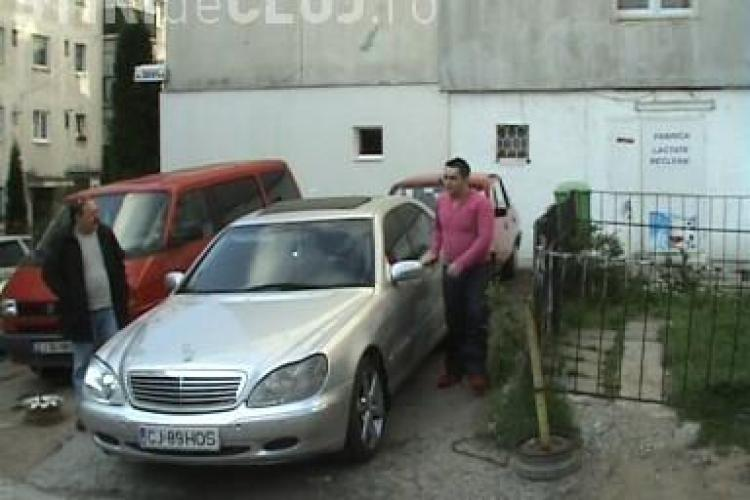 "Andrei Hosu, suspect in dosarul ""Jaf la BT"", a fost asteptat acasa, in Manastur, de zeci de vecini - VIDEO"