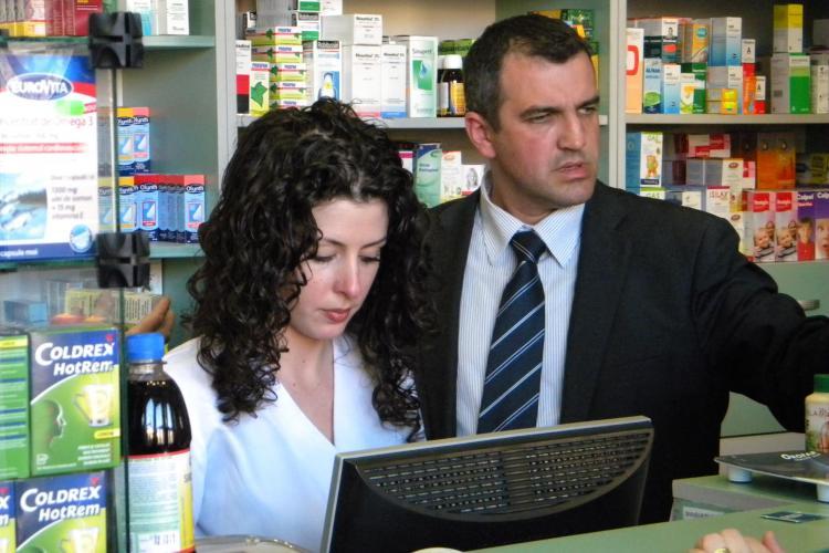 Farmacia Remedium, amendata cu 20.000 de lei pentru ca a vandut medicamente expirate