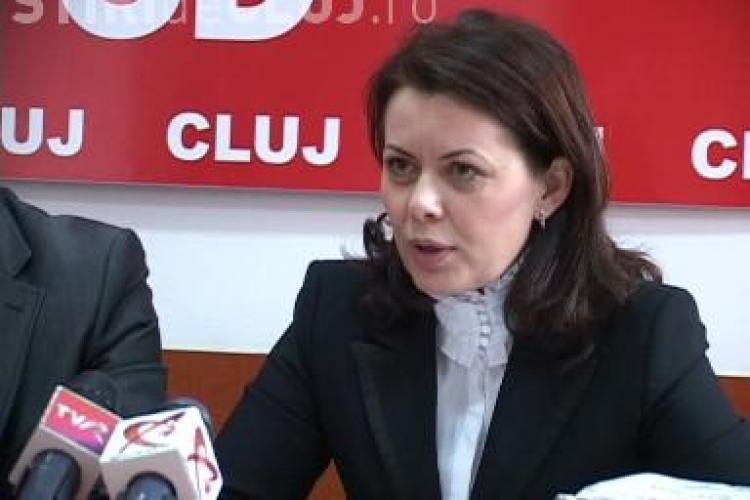 PSD Cluj ii face cadou primarului Sorin Apostu o masca de gaze! Vezi de ce - VIDEO