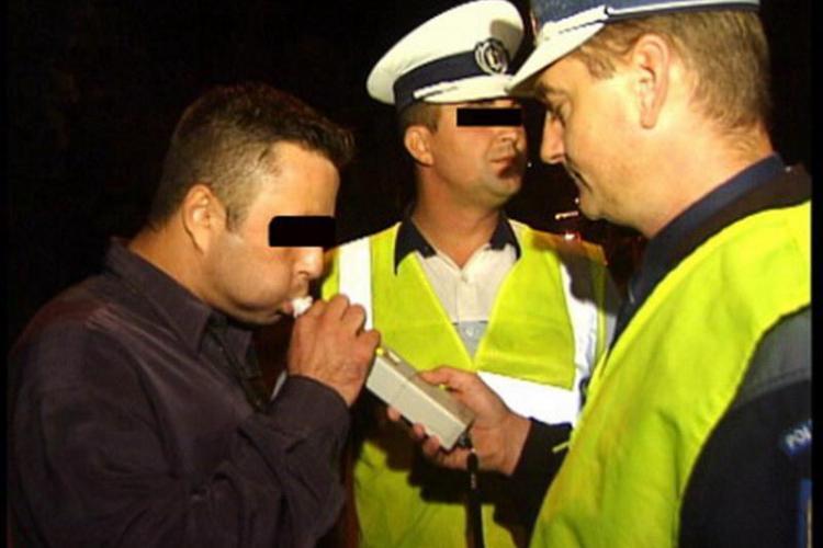 Pericol public pe drumurile din Cluj! Un barbat a fost prins azi-noapte pe B-dul 21 decembrie beat, fara permis si cu numere de inmatriculare false
