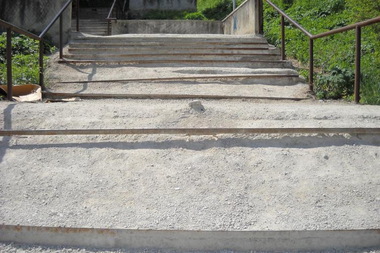 Scarile din zona Calvaria, lasate in paragina, reprezinta un adevarat pericol public VEZI FOTO