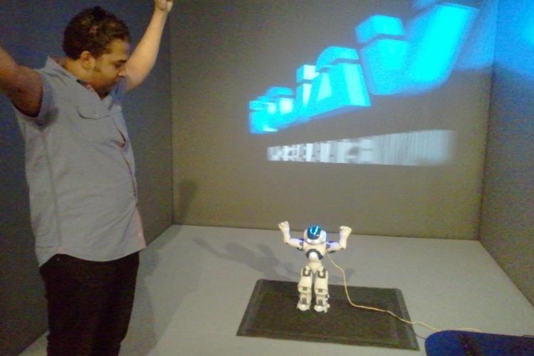 Robotul umanoid Nao va trata la Cluj opt copii cu autism VEZI FOTO