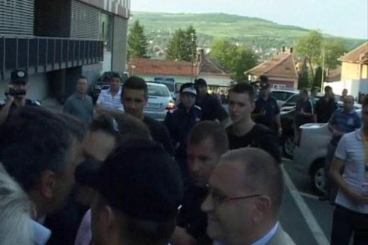 """Olaroriu, injurat de Pop Teodor Puscas: E un militian prost! Becali: """"Un vagabond!"""" VEZI scena VIDEO"""