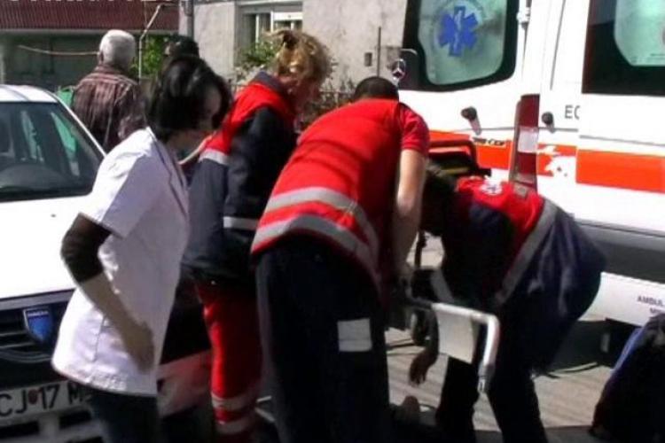 Accident in Gilau soldat cu trei raniti, un stalp rupt si un gard distrus pe 6 metri