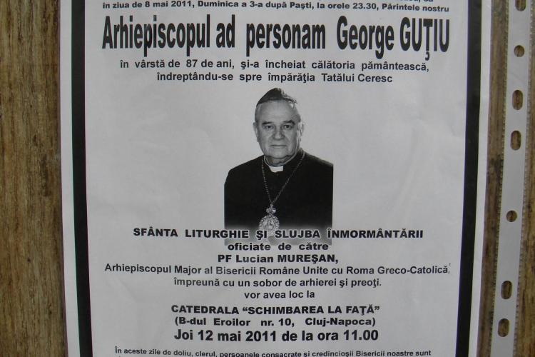 Trupul arhiepiscopului George Gutiu, depus in catedrala din Piata Cipariu