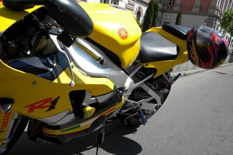 Un motociclist a lovit un batran in Piata Stefan cel Mare! Victima a vrut sa traverseze neregulamentar - VIDEO
