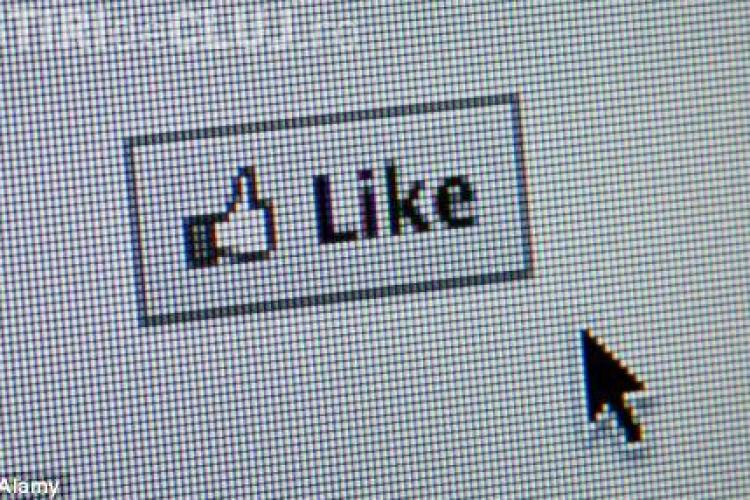 """Un cuplu si-a botezat fetita """"Like"""", dupa butonul Facebook"""
