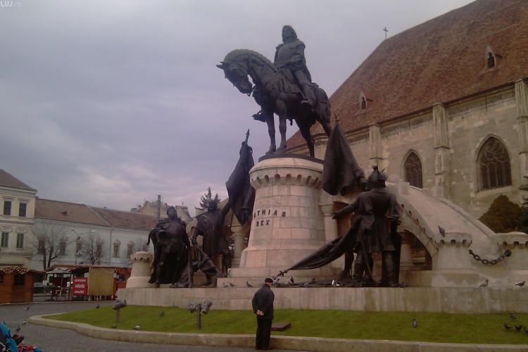 Dispute in jurul Statuii lui Matei Corvin! Intelectualii cer ca pe soclu sa fie repusa placuta cu textul lui Nicolae Iorga