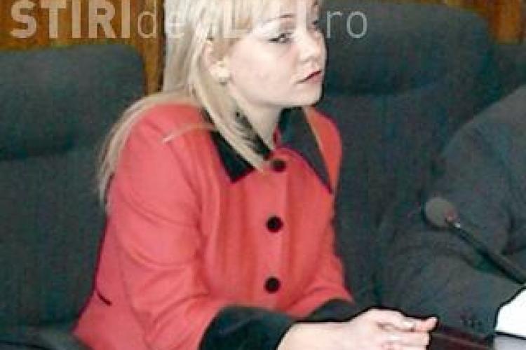 Boc isi apara blondele: Cynthia Curt are doctoratul! De aceea am trimis-o consul general la Barcelona