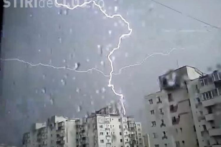 Fulgere in forma de cruce pe cerul Clujului! Vine Apocalipsa? VIDEO