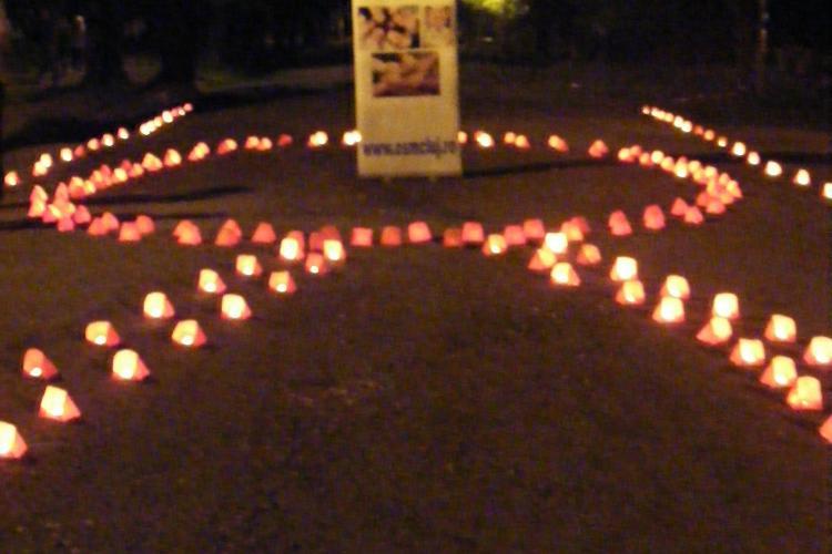 Mii de lumanari aprinse in Parcul Central Cluj Napoca, pentru victimele SIDA - FOTO