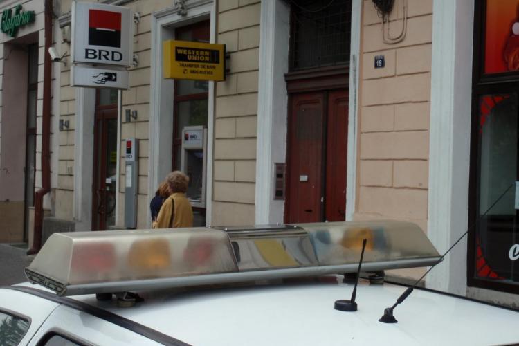 Flagrant la un bancomat BRD de la Union, Manastur! Trei tineri care montau dispozitive de clonat carduri au fost prinsi VIDEO