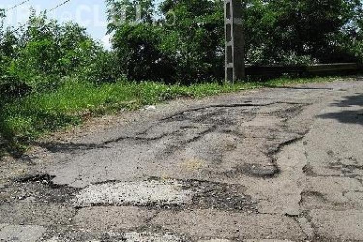 Elena Udrea repara drumurile lui Apostu si Tise si investeste 85 de milioane de euro in Cluj! VEZI drumurile ce vor fi reparate FOTO
