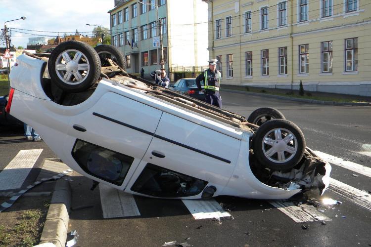 Accidentul de la intersectia strazilor Avram Iancu si Calea Turzii, surprins de camerele de supraveghere - VIDEO