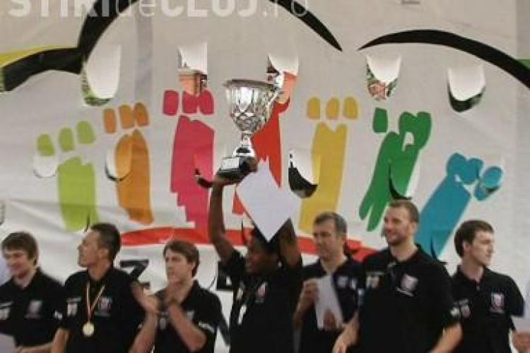 "U Mobitelco si-a prezentat trofeul in Piata Unirii! Tyler Morris a fost poreclit ""Golden Boy"" - VIDEO"