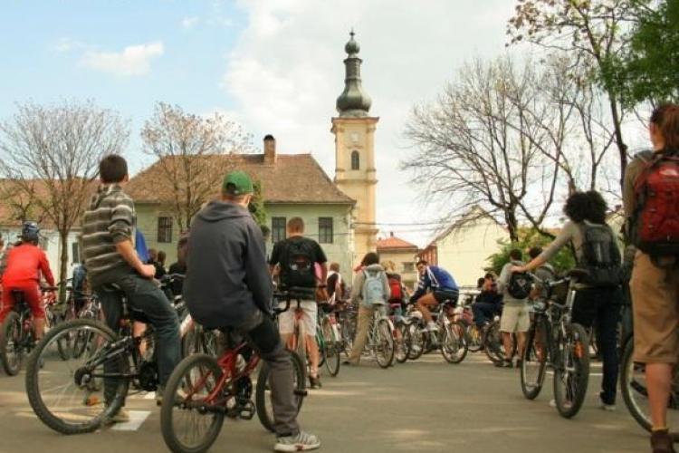 Biciclistii clujeni, in mars prin centrul orasului, de Ziua Mediului