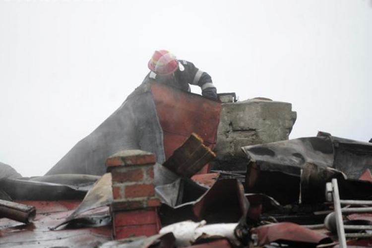 O casa din Cluj-Napoca a luat foc dupa ce a fost lovita de trasnet! VIDEO