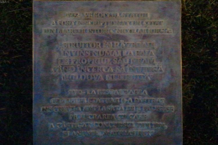 Placuta lui Nicolae Iorga, reamplasata pe statuia lui Matei Corvin pe ascuns