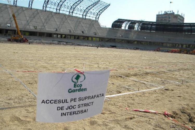 """Gazonul de pe stadionul """"Cluj Arena"""" este instalat si inspectat"""